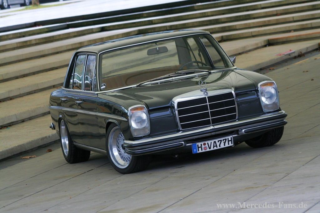 1 18 mercedes 220d strich acht w115 autoart modelcarforum. Black Bedroom Furniture Sets. Home Design Ideas
